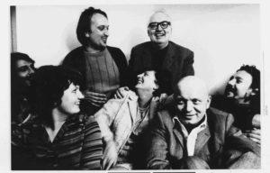 Dürrenmatt mit seiner Frau Lotti, Tochter Barbara und Golowin. Foto von Esther Pfirter, ca 1968