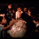 074 Children with globe