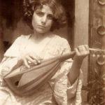 Plueschow,_Ragazzo_con_mandolino