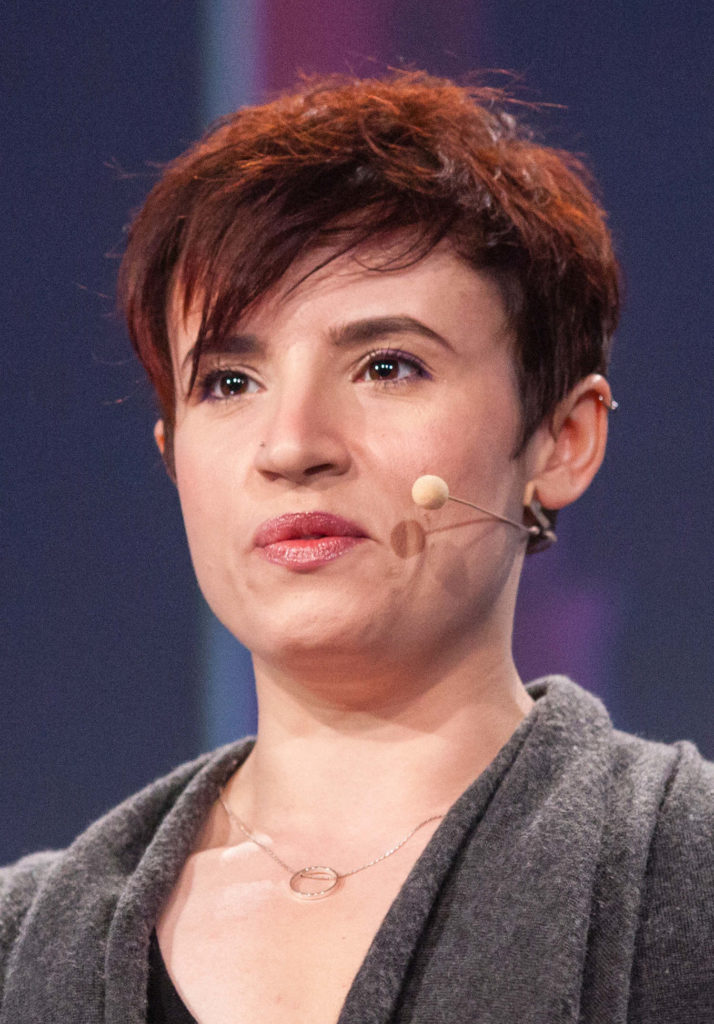 "Laurie Penny mit ""Change The Story, Change The World"" am 04.05.2016 auf der re:publica in Berlin. Foto: re:publica/Jan Zappner CC BY 2.0"