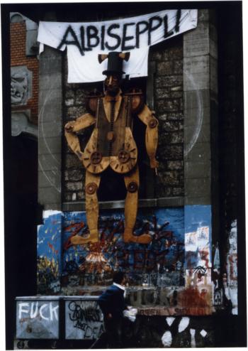 Die riesige Marionette Albiseppli parodierte den FDP-Polizeidirektor von 1987 Marco Albisetti.