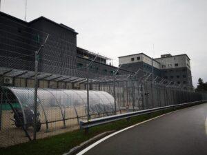 Ein Gefängnis zur Ausschaffung in Zürich am Flughafen