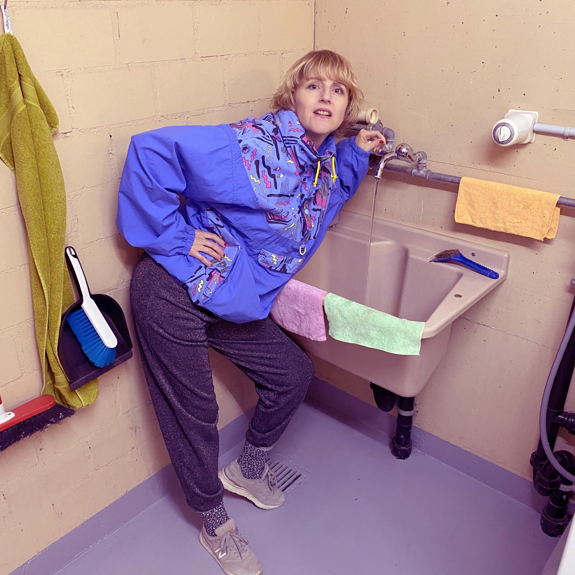 Die Berner Musikerin Helenka goes Underground - in die Waschküche