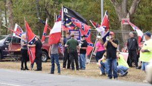 Rechtsextreme Gruppierungen in den USA im Wahlkampf werden schlagkräftiger und zahlreicher und schüren Hass und jagen People of Color und politisch Andersdenkende