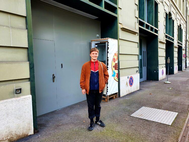 Frederic Mader von der JUSO kandidiert bei den Gemeindewahlen am 29. November in der Stadt Bern für den Stadtrat und kritisiert an seinem gewählten Unort in der Nägeligasse in der Altstadt dass es nach wie vor keinen Jugendclub wie die Tankere gibt