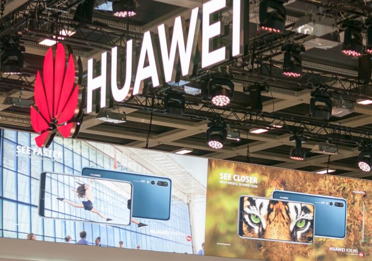 Ein Postulat warnt vor den  Konsequenzen, falls sich die Schweiz für 5G Infrastruktur vom chinesischen Konzern Huawei entscheide