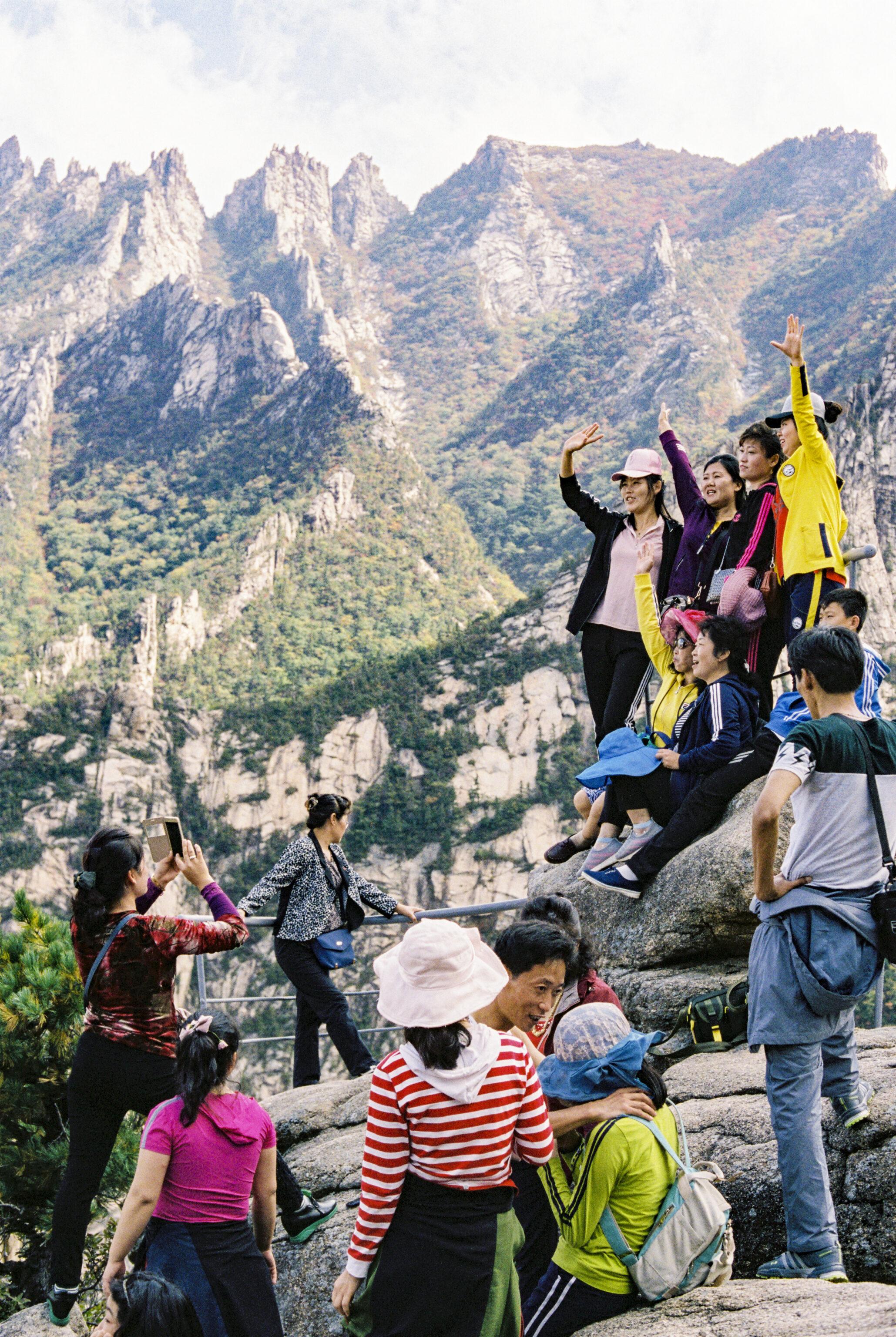 Die Ausstellung «Let's talk about Mountains» im Alpinen Museum zeigt: Nordorea ist auch ein Bergland